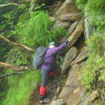 次はこの岩を登って