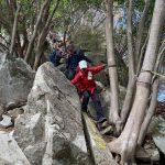 岩場の下山道
