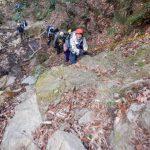 大岩を登ったらそろそろ谷も終わりです