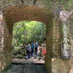 大聖不動尊の石の門