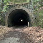 廃線跡の真っ暗なトンネル