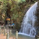 最明寺滝・落差10mほどの修験場の滝