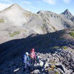 稜線の向こうに中岳、大喰岳、そして槍ヶ岳へ