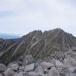 涸沢岳から奥穂高岳への険しい稜線